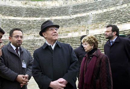 Il Presidente Ciampi con la moglie Franca in visita alla Cittadella, sullo sfondo i resti di un Tempio romano dedicato a Eracle.