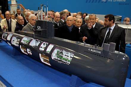 Il Presidente Giorgio Napolitano durante la visita alla Mostra celebrativa del Cantiere Navale