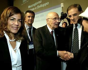 Il Presidente Giorgio Napolitano con Emma Marcegaglia, Presidente della Confindustria e Gianni Lettieri, Presidente dell'Unione Industriali di Napoli.