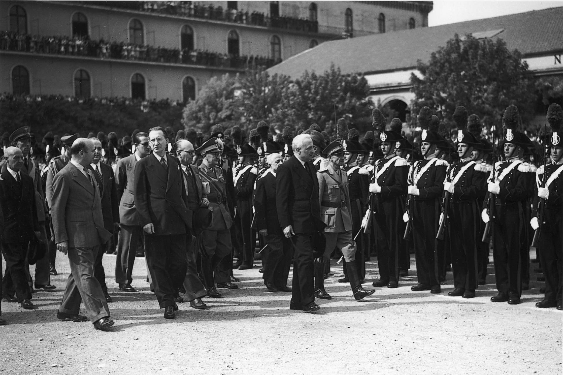 Il Capo Provvisorio dello Stato Enrico De Nicola interviene alla Festa dell'Arma dei Carabinieri