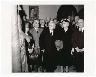 Il Presidente della Repubblica Luigi Einaudi e la Signora Ida Einaudi all'inaugurazione Mostra annuale dell'Accademia di Francia, Roma, Villa Medici