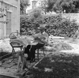 Il Presidente della Repubblica Luigi Einaudi e la Signora Ida Einaudi nella loro casa di famiglia sulla Tuscolana, Roma
