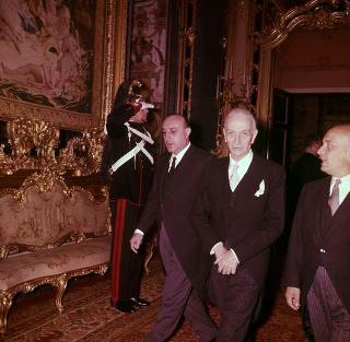 Il Presidente della Repubblica Antonio Segni durante la presentazione del Corpo diplomatico, Salone degli Specchi