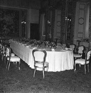 Colazione in onore dell'ex primo Ministro del Giappone Yoshida (fotografie della tavola nella Sala delle bestie)