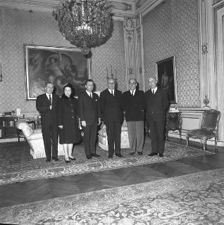 Il Presidente della Repubblica Giuseppe Saragat riceve in udienza Gesualdo Nosengo, Presidente nazionale dell'Unione cattolica italiana insegnati medi, con i componenti il Consiglio di presidenza