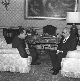 Il Presidente della Repubblica Giuseppe Saragat con Aldo Sandulli, nuovo Presidente della Corte costituzionale