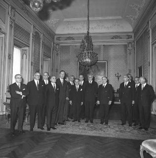 Il Presidente della Repubblica Giuseppe Saragat con Franco Restivo, Ministro dell'interno, con i prefetti di nuova nomina