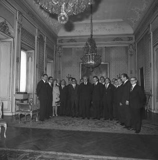 Violenzio Ziantoni, Presidente della Giunta Provinciale di Roma, con i membri della Giunta, per fare dono di una medaglia ricordo per il centenario della costituzione della Provincia di Roma e di uno studio giuridico-sociologico