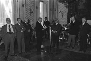 """Incontro del Presidente della Repubblica Giovanni Leone con Giovanni Di Giura, presidente della Società """"Dante Alighieri"""""""
