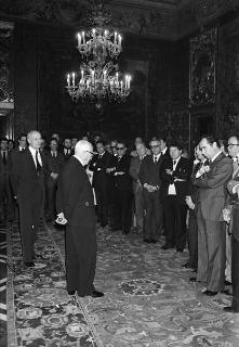 Il Presidente della Repubblica Sandro Pertini riceve la vista di Bruno Olini, presidente del Movimento Cristiano Lavoratori, con il Consiglio nazionale
