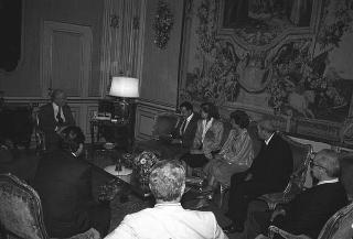Il Presidente della Repubblica Francesco Cossiga riceve in udienza Paolo Savona, presidente del Credito Industriale Sardo, per presentare una pubblicazione sull'opera dello scultore Mario Delitala