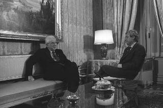 Intervista del Presidente Cossiga ad alcuni corrispondenti di giornali svizzeri: Fazioli giornalista della rete televisiva svizzera RTSI e Aniello Verde, della RAI, Direzione programmi estero