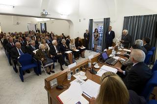 Il Presidente Sergio Mattarella con il Segretario generale Ugo Zampetti mentre svolge il suo intervento in occasione dell'incontro di studio per il ventesimo anniversario dell'inaugurazione dell'Archivio Storico della Presidenza della Repubblica - Roma - Palazzo Sant'Andrea, 20 settembre 2016