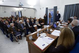 Il Presidente Sergio Mattarella con il Segretario generale Ugo Zampetti in occasione dell'incontro di studio per il ventesimo anniversario dell'inaugurazione dell'Archivio Storico della Presidenza della Repubblica - Roma - Palazzo Sant'Andrea, 20 settembre 2016