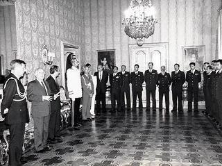Il Presidente della Repubblica Oscar Luigi Scalfaro riceve in udienza l'on. prof. Salvatore Andò, Ministro della difesa, il capo di Stato maggiore dell'aeronautica e componenti della pattuglia acrobatica nazionale