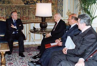 Incontro del Presidente della Repubblica Oscar Luigi Scalfaro con Ugo Calzoni, amministratore straordinario dell'Istituto Nazionale per il Commercio Estero (ICE) con una delegazione
