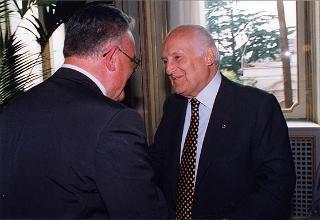Prof. Francesco Paolo Casavola, presidente del Comitato nazionale per la lealtà e la correttezza dell'informazione, con il Comitato