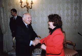 Il Presidente della Repubblica Oscar Luigi Scalfaro riceve un gruppo di dipendenti della FINSIEL con i loro familiari
