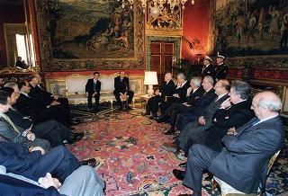 Incontro del Presidente della Repubblica Oscar Luigi Scalfaro con l'on. avv. Roberto Pinza, sottosegretario di Stato al tesoro, con i componenti il Comitato per l'Euro