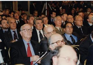 Intervento, in forma uffiale, del Presidente della Repubblica Oscar Luigi Scalfaro alla cerimonia celebrativa del Quarantennale della firma dei Trattati di Roma, tenutasi in Campidoglio presso la Sala degli Orazi e Curiazi