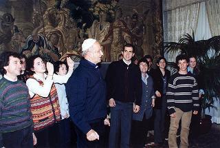 """Padre Ugo De Censi ed una delegazione del Movimento educatico giovanile missionario della """"Operazione Mato Grosso"""""""