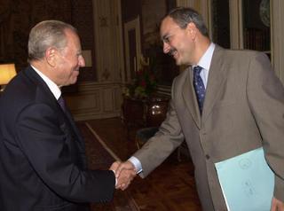 Il Presidente Ciampi accoglie il Sindaco di Pisa Paolo Fontanelli.