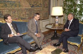 Il Presidente Ciampi durante i colloqui con il Sindaco di Pisa Paolo Fontanelli e il Direttore della Scuola Normale di Pisa Salvatore Settis.