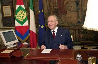 Il Presidente della Repubblica Carlo Azeglio Ciampi rivolge il Messaggio di fine anno agli Italiani.