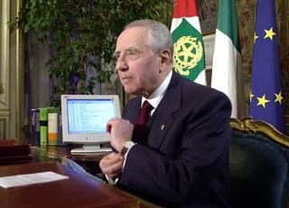 Il Presidente Ciampi durante il suo Messaggio agli italiani.