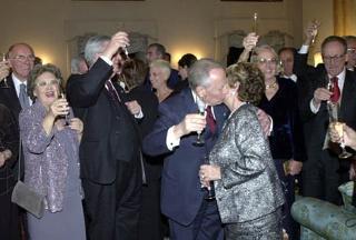 Il Presidente Ciampi scambia gli Auguri con i suoi Consiglieri.