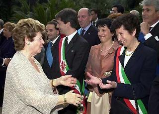 La Sig.ra Franca Pilla Ciampi saluta il Sindaco di Napoli Rosa Russo Jervolino, durante la cerimonia al Quirinale per la Festa della Repubblica.