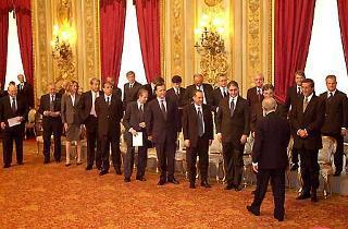 Il Presidente Ciampi saluta i neo Ministri subito dopo la cerimonia di Giuramento al Quirinale.