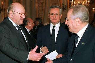 Il Presidente Ciampi con il neo Ministro degli Affari Esteri Renato Ruggiero e il neo Ministro dell'Economia e delle Finanze Giulio Tremonti al termine della cerimonia di giuramento.