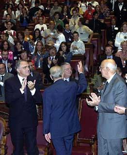 """Il Presidente Ciampi risponde al saluto dei giovani studenti a Palazzo Montecitorio al termine della manifestazione """"Studenti in Aula per l'Europa"""""""