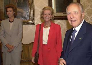 Il Presidente Ciampi con il Presidente del Parlamento Europeo Nicole Fontaine e il Ministro della Pubblica Istruzione Letizia Moratti a Montecitorio
