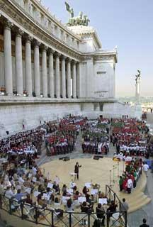 Il Complesso Monumentale del Vittoriano durante la cerimonia di apertura dell'anno scolastico 2001-2002