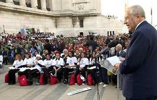 Il Presidente Ciampi al Vittoriano per l'apertura dell'anno scolastico 2001-2002