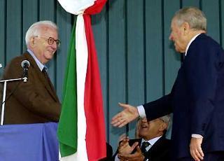 Il Presidente Ciampi con Enzo Biagi in occasione della cerimonia in onore della Medaglia d'Oro al Valor Militare Antonio Giuriolo.