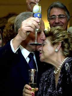 Il Presidente Ciampi con la moglie Franca durante il brindisi di auguri di mezzanotte