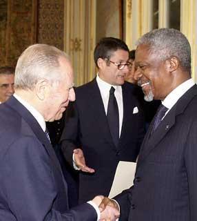 Il Presidente Ciampi accoglie, nel suo studio al Quirinale, Kofi Annan Segretario generale dell'ONU