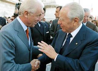 Il Presidente Ciampi si intrattiene con Giovanni Trapattoni, al termine della cerimonia di apertura dell'anno scolastico 2003/2004 al Vittoriano.