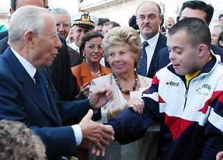 Il Presidente Ciampi con la moglie Franca al Vittoriano, in occasione dell'apertura dell'anno scolastico 2003/2004.