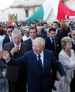 Il Presidente Ciampi con la moglie Franca ed il Segretario generale del Quirinale Gaetano Gifuni, al loro arrivo al Vittoriano per l'inaugurazione dell'anno scolastico 2003/2004.