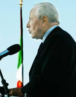 Il Presidente Ciampi al Vittoriano, durante il suo intervento in occasione dell'apertura dell'anno scolastico 2003/2004.