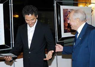 """Il Presidente Ciampi con l'attore Beppe Fiorello all'anteprima del film """"Salvo D'Acquisto."""