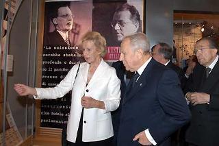 Il Presidente Ciampi con Maria Romana De Gasperi e Giulio Andreotti, durante la visita alla Mostra su Alcide De Gasperi al Complesso Monumentale del Vittoriano