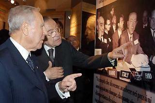 Il Presidente Ciampi con Giulio Andreotti, Presidente della Fondazione Alcide De Gasperi, visita la Mostra internazionale sullo Statista, allestita al Complesso Monumentale del Vittoriano