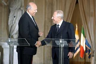 Il Presidente Ciampi con Jorge Batlle, Presidente della Repubblica dell'Uruguay al termine delle dichiarazioni alla stampa