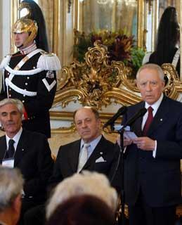 Il Presidente Ciampi, con a fianco il Presidente della World Jurist Association Valery O. Yevdokimov e il Presidente Onoriario Lucio Ghia, rivolge il suo indirizzo, ai componenti la delegazione.