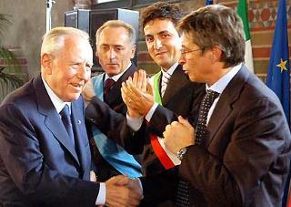 Il Presidente Ciampi al termine del suo intervento a Palazzo Gotico.